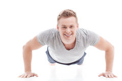 Young man doing push ups Royalty Free Stock Photography