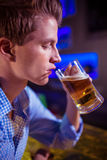 Young man drinking beer Royalty Free Stock Photos