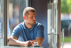 Young man drinking coffee Stock Photography