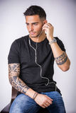 Young man with earphones listening to music Royalty Free Stock Photography