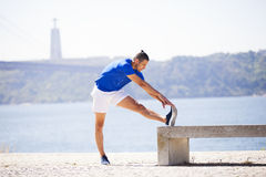 Young man exercising outdoor Royalty Free Stock Photos