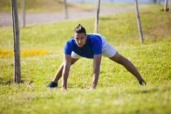 Young man exercising outdoor Royalty Free Stock Photography