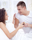 Young man gives a girl a gift Royalty Free Stock Photos
