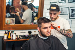 Young man having hair cutted Royalty Free Stock Photos