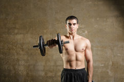 Young man liftng weights Stock Photography