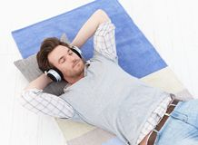 Young man listening music eyes closed Royalty Free Stock Photography