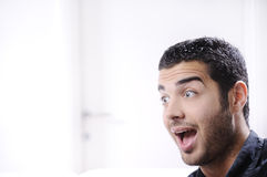 Young man looking with amazement and surprise Royalty Free Stock Photos