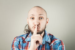 Young man making silence gesture Royalty Free Stock Photos