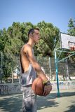 Young man playing basketball Royalty Free Stock Photos