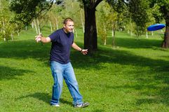 Young man playing frisbee Royalty Free Stock Image