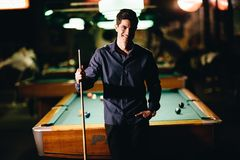 Young man playing pool Royalty Free Stock Photography