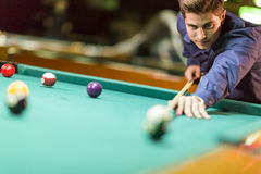 Young man playing pool Royalty Free Stock Photos
