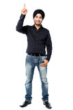 Young man pointing upwards Royalty Free Stock Photo