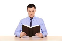 Young man reading a book Royalty Free Stock Images