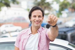 Young man smiling and holding key Royalty Free Stock Photos