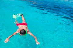 Young man snorkeling in clear tropical turquoise Royalty Free Stock Photos