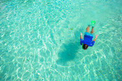 Young man snorkeling in clear tropical turquoise Stock Photography
