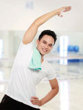 Young man stretching Royalty Free Stock Photos