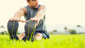Young man stretching before exercise Royalty Free Stock Images