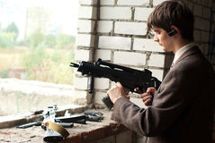 Young man with submachine gun Royalty Free Stock Photos