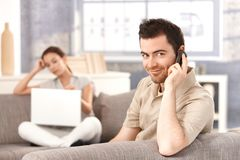 Young man talking on mobile smiling Stock Photography