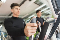 Young man training in the gym Royalty Free Stock Photos