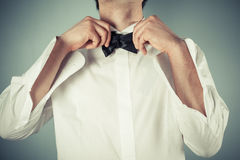 Young man tying a bow tie Royalty Free Stock Photography