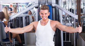 Young man using fly machine in gym Royalty Free Stock Photos