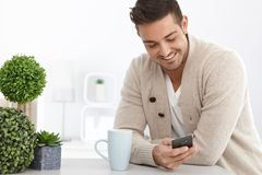 Young man using mobilephone Royalty Free Stock Images