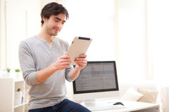 Young man using a tablet at the office Royalty Free Stock Photography