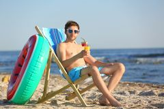 Free Young Man With Cocktail In Beach Chair Royalty Free Stock Image - 129386286