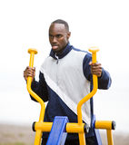 Young man working out at outdoor gym Royalty Free Stock Photos