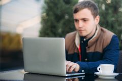 The young manager working on a laptop in the park. Lunch Break. Bank Royalty Free Stock Photos