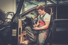Young mechanic in a car workshop Royalty Free Stock Photography