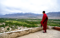 Young monk on Thiksey gompa roof in Ladakh region, Indian Royalty Free Stock Photos