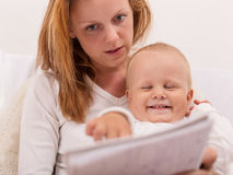 Young mother is drawing with her son Royalty Free Stock Photos