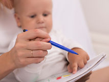 Young mother is drawing with her son Royalty Free Stock Images