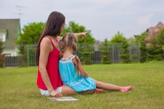 Young mother and her cute daughter enjoying the Royalty Free Stock Photos