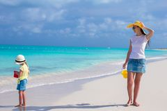 Young mother walking with her daughter during their carribean vacation Royalty Free Stock Photography