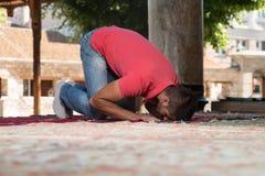 Young Muslim Guy Praying Stock Photography