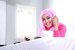 Young muslim woman talking on the phone Royalty Free Stock Photography