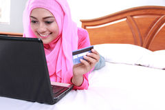 Young muslim woman working on laptop Royalty Free Stock Photos