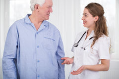 Young nurse and elderly pensioner Royalty Free Stock Photography