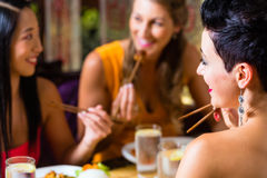 Young people eating in restaurant Royalty Free Stock Images