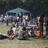 Young people are fried kebabs and rest in a local park in Hackney Stock Photos