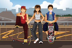 Young people hanging out outside with skateboard Royalty Free Stock Photos