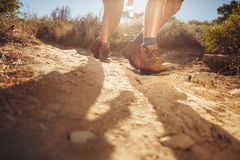 Young people hiking on a sunny day Royalty Free Stock Photos