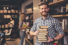 Young people in the library Royalty Free Stock Images
