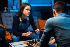 Young people playing chess Royalty Free Stock Photos