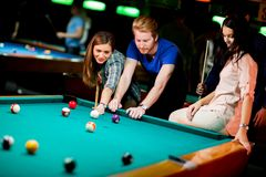 Young people playing pool Royalty Free Stock Photo